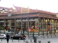 Блуждая по закоулкам и продвигаясь к Plaza Mayor мы наткнулись на рынок Сан Мигель. Сегодня, только название выдает в этом современном, воздушном здании ...