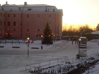 Упсала. Город студентов. Древняя столица Швеции. Это университет. Видно много мусора. 1 января 2009 г. часов 7 утра. Службы во всю наводят порядок :)