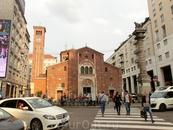 Именно эта церковь Сан-Бабила была первой христианской церковью в Милане. Церковь была построена в IV веке на месте языческого храма, в котором поклонялись ...