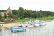 На этом кораблике мы будем обедать во время водной экскурсии по Волхову.