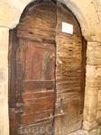 Бесалу. Вековая дверь