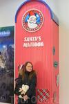 Ящик с письмами Санта-Клаусу стремительно наполняется