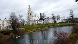 На территории Спасо-Прилуцкого монастыря.