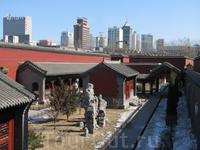 Императорский дворец (1625 г.), а за стенами новый Шеньян