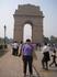 Я на фоне ворот Индии в Дели. которые стоят на королевской дороге