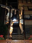 А эта композиция, представляющая Христа, распятого с разбойниками, принадлежит еще одному братству - De Nuestra Señora de la Piedad y de Caridad y Cristo de La Paz (Мадонны Милосердия и Сострадания и Христа Мира).