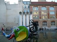 фрагмент современной архитектуры Бобура-Центр Жоржа Помпиду.Строительство здания началось в апреле  1972г. а торжественное открытие в 1977г,31 января.Бобур-не ...