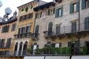 Верона. Дом Маццанти с полуистершимися фресками  на  фасаде.