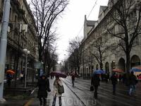 Улица где собраны магазинчики всех мировых брендов одежды и украшений