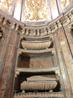 В 1696 году к работам приступил архитектор Felipe Sánchez, который как раз закончил работы в Базилике Святой Пилар в Сарагосе. Пантеон облицован розовым ...