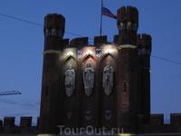 Верх Королевских ворот на закате.