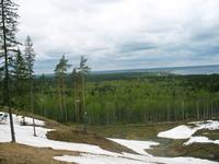 ...всё тот же вид на озеро. И хоть снег еще не сошел, но на лыжах уже не спустишься. Остается ждать следующей зимы.