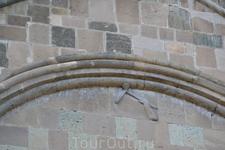 В XI веке католикос Грузии Мелхиседек начал строительство нового патриаршего храма на месте старой церкви. С этим строительством тоже связано одно предание ...