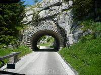 Вот таких туннелей  -5 .Строились они за  13 месяцев.Не добровольцами!