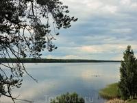 Вода в озере теплая, кто-то даже купался