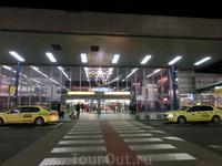 Итак, первый сектор Зодиака - сектор Льва, аэропорт Рузине. В октябре 2012 года аэропорт Прага-Рузине был официально переименован в Пражский аэропорт имени Вацлава Гавела. Аэропорт находится в зоне Пр