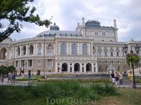 Знаменитый Одесский оперный театр.