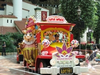 Карнавальное шествие в Лотте Уорлд