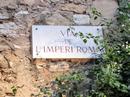 Todos los caminos llevan a Roma так звучит на испанском знаменитая фраза о том, что все дороги ведут в Рим. Конечно, это же столица великой Римской Империи, которая строилась и расширялась, захватывая все новые территории. В 26 и 25 гг до нэ Таррако превратился в резиденцию императора Августа и в течение четырех последующих веков был столицей одной из самых больших провинций империи. Пребывание в Таррако самого императора Августа способствовало расцвету города, строительству храмов, амфитеатра и грандиозного цирка. Площадь главного Форума превышала по размерам Форум самого Рима.