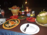 Ужин в ресторане на берегу Индийского океана