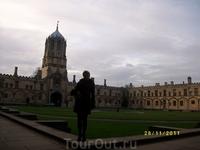 Каждый колледж - целый город со своей церковью и множеством внутренних двориков. Этот - центральный и самый большой.
