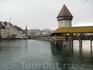 Первый город в Швейцарии по нашему маршруту - Люцерн. И сразу же визитная карточка Люцерна - крытый мост, называется Часовенным, или Капелльбрюкке,  воздвигнутый ...
