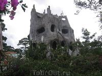 """Сумасшедший дом (Лунная вилла или дом-дерево """"Crazy House"""")"""