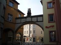 Улица с вортоцами в центре