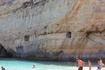 Смельчаки прыгают со скалы