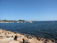 Лазурное море близ древних руин Норы.