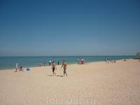 """В мае пляж не так сильно """"перенаселен"""" как в другие месяцы сезона. Пляж чист, воздух свеж и обстановка безмятежна"""