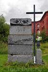 Захоронения рядом с церковью