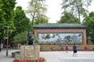 В 30 километрах от Гуаньчжоу, в городе Фошань находится Храм предков. Каждое утро, в 11 часов, перед ним двое танцоров изображают льва. Акробаты, разноцветные ...