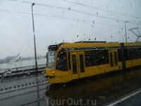 В автобусе, двигаясь по Будапешту, сел неудачно. Все достопримечательности с другой стороны.