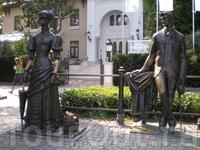 Памятник Даме с собачкой и Чехову