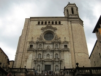 А вот и фасад собора