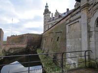 Неприступная крепость с величественным замком.