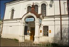 В большинстве церквей в Устюге располагаются музеи и прочие богоугодные заведения. Вот как тут.