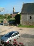 Из окна нашей спальни на ферме отчетливо был виден местный собор, колокол которого  оповещал время каждые полчаса одним ударом и каждый час ударами, согласно ...