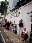Я стою в очереди в посольство Мьянмы в Бангкоке
