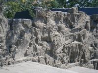 героические барельефы мемориала
