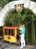 Луна-парк в центральном Сочи. Паровозик ездит вокруг красивой бамбуковой рощицы