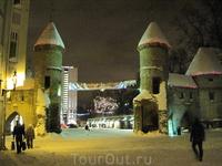 У стен старого города