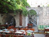 Ресторанчик на живописной набережной