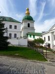 История Киево-Печерской Лавры  восходит к  1051 году, когда вернувшийся  со Святой Афонской горы  монах Антоний  поселился в пещере в ложбине между двух ...