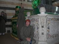 Мавзолей Салах ад Дина-усыпальница 7 века, где покоится прах легендарного султана, начавшего борьбу с крестоносцами на Востоке. Перед входом надо снять ...