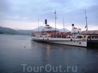 Вечером предстоит прогулка на кораблике по Фирвальдштетскому  озеру, или  как его ещё называют,  озеру Четырех кантонов. Озеро огромно и прекрасно. Но ...