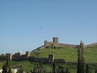 Парапланеристы над Генуэзской крепостью 1.
