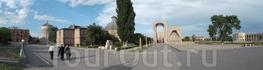 Древний Вагаршапат. Вернее, Эчмиадзин, как называют город местные жители — по названию знаменитого монастыря, расположенного в самом сердце города, главного ...