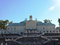 Очень понравились лесенки во дворец. Красиво и необычно
